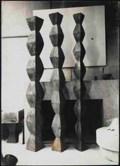 Constantin Brancusi, Exhibition view on ArtStack Brancusi Sculpture, Wood Sculpture, Ceramic Sculptures, Totems, Contemporary Sculpture, Contemporary Art, Constantin Brancusi, Art Antique, Arte Popular