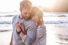 32 Breathtaking Beach Engagement Photos for Sea Lovers!