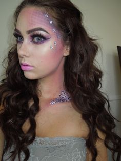 There are so many of Halloween makeup ideas you can choose for upcoming Halloween party. We share Halloween makeup outstanding pictures. Halloween Looks, Halloween Face Makeup, Halloween Ideas, Creepy Halloween, Couple Halloween, Rave Makeup, Beauty And Fashion, High Fashion, Fashion Check