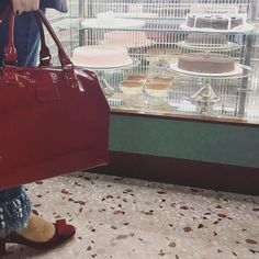 Las enviadas de la #redaccionFMA a la #MFW se van a poner las botas! @fondazioneprada #BarLuce #WesAnderson #Milan #fondazioneprada #yummy #cake #dessert #sunday #funday #funfashion #Fashionisima goes to  #fashionweek #FMAonthego to #lunch  #lunchtime #brunch #drunch #cheers  #italian #style #fashion #handbag #lipault #cute #bag #lipaultparis #bow #shoes  by fashionisima