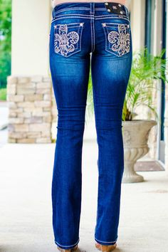We love these Miss Me dark washed boot-cut jeans! Our model is Designed in U. Cute Jeans, My Jeans, Miss Me Jeans, Jeans Style, Perfect Jeans, Western Outfits, Western Wear, Casual Fall Outfits, Cute Outfits