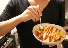 [Champagne]川上洋平2009/8/31 もしあなたが うちに来て とりあえず「何か作るか」となって 御飯を俺が作るなんて事があったら ほぼ8割の確率でオムライスになる事は避けられない。 ファック美味いぞ。 見た目は悪いけどな。 Ethnic Recipes, Food, Essen, Meals, Yemek, Eten