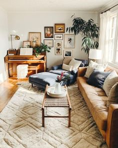 For the Home 54 Neueste kleine Wohnzimmer Dekor Wohnung Ideen Boho Living Room, Home And Living, Vintage Modern Living Room, Living Room With Carpet, Earthy Living Room, Living Room Decor Eclectic, Bohemian Living, Natural Living Rooms, Rugs For Living Room
