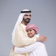 El jeque Mohammed bin Rashid bin Saeed Al Maktoum y Adeeb Al-Bloushi, 01/12/2014. Vía: khalifasaeed