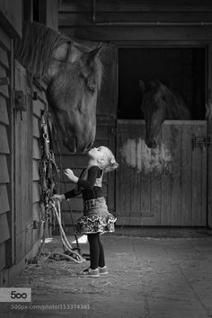 Little girl stretching up to kiss big horse. So sweet. Horse photography by Peter Vooijs. Big Horses, Cute Horses, Horse Love, Beautiful Horses, Animals Beautiful, Animals For Kids, Animals And Pets, Cute Animals, Equine Photography