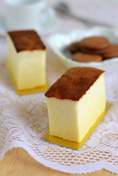 Japanese cheesecake I love this stuff! It's between cheesecake and angel cake! Asian Desserts, Just Desserts, No Bake Desserts, Dessert Recipes, Torta Chiffon, Japanese Cheesecake Recipes, Japanese Cheescake, Brownie Desserts, Let Them Eat Cake