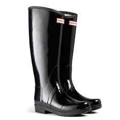 The Hunter Sandhurst Gloss symbolises fashion, style, comfort and will turn heads in town, city or country. Built on an equestrian last this boot is the ultimate in fit and durability. In a Gloss Black finish, this is an exceptionally popular style. Hunter Rain Boots, Wellington Boot, Kids Boots, Fashion Shoes, My Style, Womens Fashion, Shopping, Black, Black People