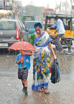 INDIA - Monsoon - A mother taking her kid to school. Its actually a cute pic. I remember how enthusiastic I would be to carry my umbrella:) Walking In The Rain, Singing In The Rain, We Are The World, People Of The World, Mothers Love, Happy Mothers Day, Amazing India, Parasols, Faith In Humanity