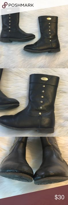 Adorable Brown Michael Kors Ridding Boots -Good condition! Style lilleila. All wear pictured  -Pre loved item Made from man made materials not Leather.  -I do not accept offers in the comments so please make all reasonable offers using the offer button only. :) -NO TRADES  -NO HOLDS 🚫 -I ship every Monday, Wednesday and Friday  -All items are hand washed before they are shipped out   💕Instagram- allisonsbeautyboutique 💕 Your purchase is going to help me graduate community college with as…
