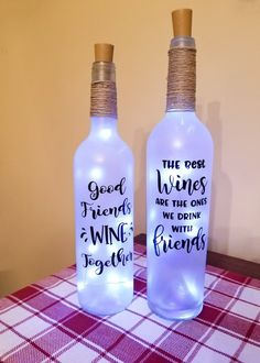 Friendship Wine Bottle Lights, Wine bottle Decor, Bar Light, Custom Wine Bottle Lights - Things to draw - Wein Custom Wine Bottles, Painted Wine Bottles, Lighted Wine Bottles, Bottle Lights, Glitter Wine Bottles, Decorated Wine Bottles, Vintage Bottles, Vintage Perfume, Bottle Lamps