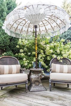 These small patio decorating ideas are beautiful! I would love to make the deck in my backyard garden look like this. These small patio decorating ideas are beautiful! I would love to make the deck in my backyard garden look like this. Outdoor Living Rooms, Outdoor Spaces, Outdoor Decor, Outdoor Bars, Indoor Outdoor, Living Spaces, Parasols, Patio Umbrellas, Deck Umbrella