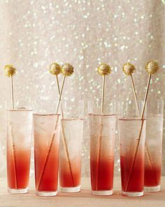 I would be so excited if someone gave me one of these beautiful drinks upon walking into their wedding!
