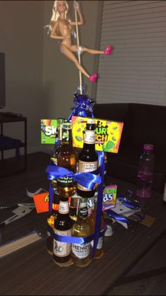Beer stripper cake Birthday Beer, Birthday Basket, Birthday For Him, Birthday Stuff, Birthday Ideas, 21st Birthday Presents, 21st Birthday Cakes, Birthday Gifts, Liquor Bouquet