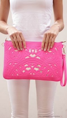 Style - essential details - The Pink Clutch by TRENDABELLE