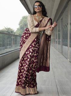 Dress Indian Style, Indian Fashion Dresses, Indian Designer Outfits, Fashion Outfits, Saree Blouse Neck Designs, Kurta Designs, Wedding Lehenga Designs, Trendy Sarees, Stylish Blouse Design