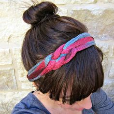 I don't knit or crochet, but I do love yarn. The wide variety of colors and textures make yarn such an appealing medium! This headband is quite literally a five minute craft.