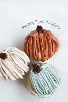 Frosted Piped Pumpkins www. Pumpkin Recipes, Fall Recipes, Holiday Recipes, Cinnamon Cream Cheese Frosting, Cinnamon Cream Cheeses, Fall Treats, Holiday Treats, Holiday Cupcakes, Fall Baking