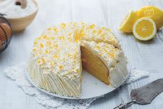 Una soffice torta paradiso arricchita con gustosa crema al limone: questa torta paradiso al limone conquisterà tutti!