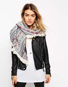 9ede54d4a256 ASOS Oversized Triangle Scarf In Aztec With Fringing Echarpe, Franges,  Foulards, Chaussures Les