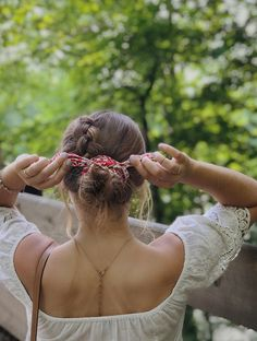 summer hairstyle, bandana tie, madewell, lace top, tan lines, simple look, messy bun, Dutch braid, boho vibes, photo inspo