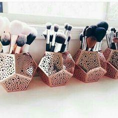 Makeup Vanities – Great Make Up Ideas Makeup Goals, Makeup Inspo, Makeup Inspiration, Makeup Tips, Beauty Makeup, Makeup Ideas, Diy Makeup, Ikea Makeup, Makeup Products