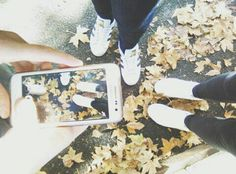 Oh look, autumn is coming.. 🍂🍃 #autumn #photo #shoes #friend #cold #photointophoto #autumncolors #fall