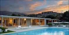 Mid-century architecture: Mid-century modern architecture projects in Palm Springs Palm Springs Häuser, Palm Springs Style, Bungalow, Casa Retro, Moderne Pools, Desert Homes, Mid Century House, Mid Century Modern Design, Midcentury Modern