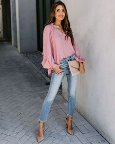 Pink Top Outfit, Blue Jean Outfits, Peach Shirt, High Waisted Flares, Classy Outfits, Casual Outfits, Sexy Outfits, Beautiful Outfits, Summer Outfits