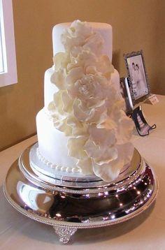 Girly + Classic #WeddingCake | Desserts by Lori