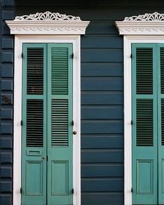 "New Orleans Photograph ""Creole Cottage"". Affordable Door Photography, Wall Art… New Orleans Photograph ""Creole Cottage"". Cottage Exterior Colors, Exterior Color Schemes, Exterior Paint Colors, Navy House Exterior, Case Creole, Creole Cottage, Pintura Exterior, New Orleans Art, Cottage Style Homes"