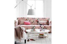 Rosa en el living  Es femenino y alegre, y se adapta a diferentes estilos y materiales. En esta oportunidad, te acercamos ocho propuestas de espacios ambientados con sofás en diferentes tonalidades de este color clásico y versátil.