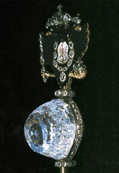 The Orlov is mounted in the Imperial Sceptre, made during the reign of Catherine the Great (1762-96). Its weight has been recorded as 189.62 metric carats and it measures 47.6 mm in height, 31.75 mm in width, and 34.92 mm in length. The clarity is typical of the finest Indian diamonds and its color possesses a slight bluish-green tint.