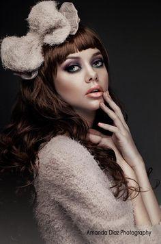 Make-up pose and lighting Fashion Photography Poses, Portrait Photography, Amanda Diaz, Portrait Inspiration, Portrait Ideas, Portraits, Beauty Shots, Beige Aesthetic, Brunette Beauty