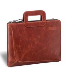 """Деловая сумка BRIALDI Fontana (Фонтана) red     Современная стильная компактная сумка для документов формата А4 и ноутбука 13,3"""". Стиль и дизайн этой модели доведен до совершенства. Г-образный угол открытия молнии обеспечивает удобный доступ внутрь. В основном отделении расположен вместительный карман на молнии для документов и канцелярии. Съемный плечевой ремень выполнен из кожи."""
