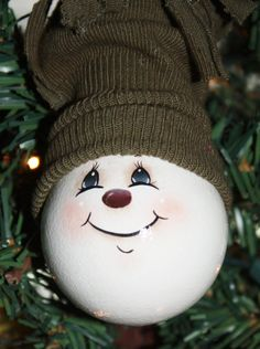 Hand Painted Snowman Light Bulb Ornament by TracysCrtns on Etsy 1100 by josie Painted Christmas Ornaments, Snowman Ornaments, Christmas Deco, Christmas Snowman, Christmas Projects, Christmas Bulbs, Snowmen, Snowman Crafts, Holiday Crafts
