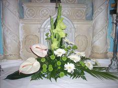 Church Flower Arrangements, Church Flowers, Floral Arrangements, Easter 2018, Arte Floral, Kirchen, Ikebana, Flower Decorations, Beautiful Gardens