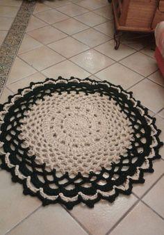 He encontrado este interesante anuncio de Etsy en https://www.etsy.com/es/listing/222976050/decorativa-alfombra-de-ganchillo-hecha-a
