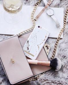 iDeal Of Sweden fashion case 'Carrara gold' - pic by: miriam.envogue #idealofsweden #inspo #details #phonecase