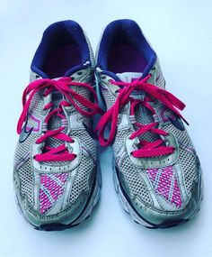 """RullaKoo, Riitta Kahelin on Instagram: """"Continuing with my foray into visible mending, I have given the old shoes some new flair. #visiblemending #darning #mendingmarathon…"""" Visible Mending, Old Shoes, Darning, Old Things, Sneakers, Instagram, Fashion, Tennis, Moda"""