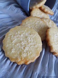 Kipróbált és bevált receptek ...: Omlós kókuszos keksz