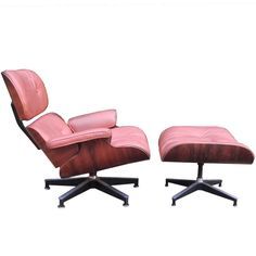 Herman Miller Eames Rosewood Lounge Chair and Ottoman | From a unique collection of antique and modern chairs at https://www.1stdibs.com/furniture/seating/chairs/