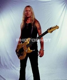 Jerry Cantrell, in all his glorious hotness