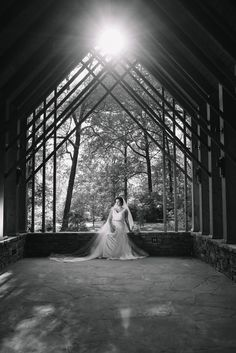 How gorgeous is this bridal portrait from Elizabeth Looney Photography! We love the composition of this black and white photo that is so classy and elegant! Click the image to learn more about this wedding photographer. Photo credit: Elizabeth Looney Photography