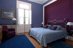 Dormitorio azul y morado