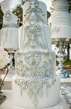 Wedding Ideas by Colour: Silver Wedding Cake Decorations   CHWV