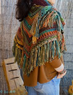 Bo-M: Shawl mixed. Would go with a lot of outfits with all those colors!