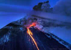 Новости. На Камчатке со склонов Ключевского вулкана стекают шесть потоко...