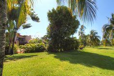 Vista desde el campo de golf - Casas en Venta Acapulco - Toda la información aquí: http://pueblaresidencial.com/listing/villa-en-acapulco-princess-1-nivel-casas-en-venta-acapulco/
