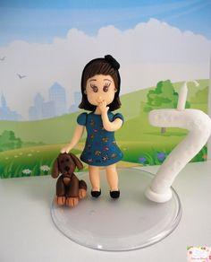 Topo de bolo menina com cachorro + vela. <br>A roupa pode ser personalizada.