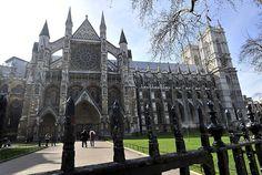 De anglicaanse kerk werd opgericht in 1534 in York. De kerk is ontstaan toen Koning Hendrik 8 wilde scheiden en daarvoor geen toestemming kreeg van de paus. Hij zorgde voor een afscheiding van de Roomse kerk en werd zelf leider van de nieuwe kerk. Het was een combinatie tussen de katholieke kerk en de protestantse kerk.